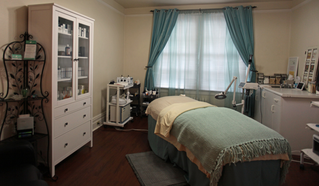 aesthetician in beauty salon santa rosa